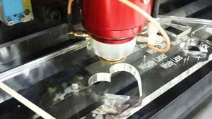 harga mesin laser cutting akrilik
